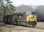 CSX 404 south struggles up Ora hill