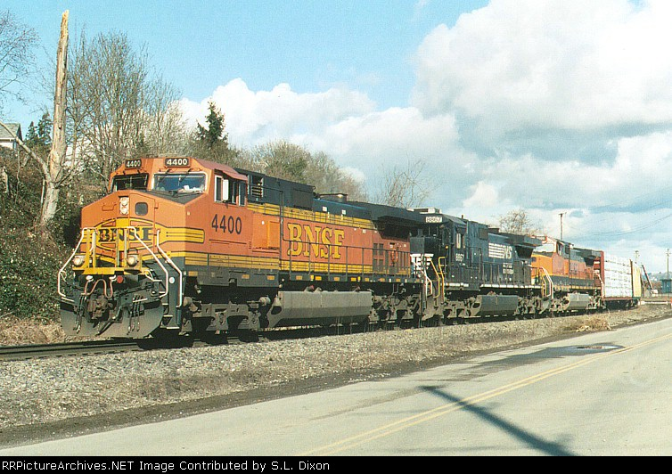 BN 4400 West @ RR Ave