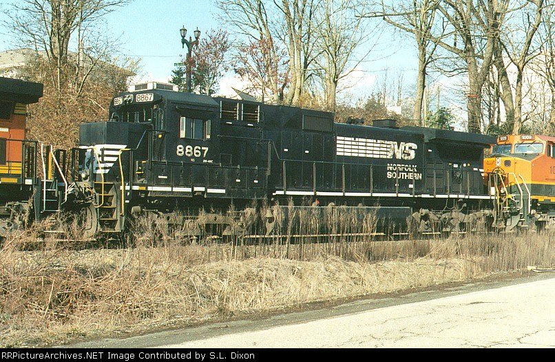 NS 8867 @ RR Ave