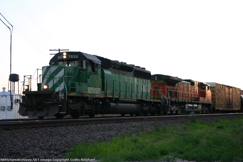 BNSF 7830 & BNSF 5507