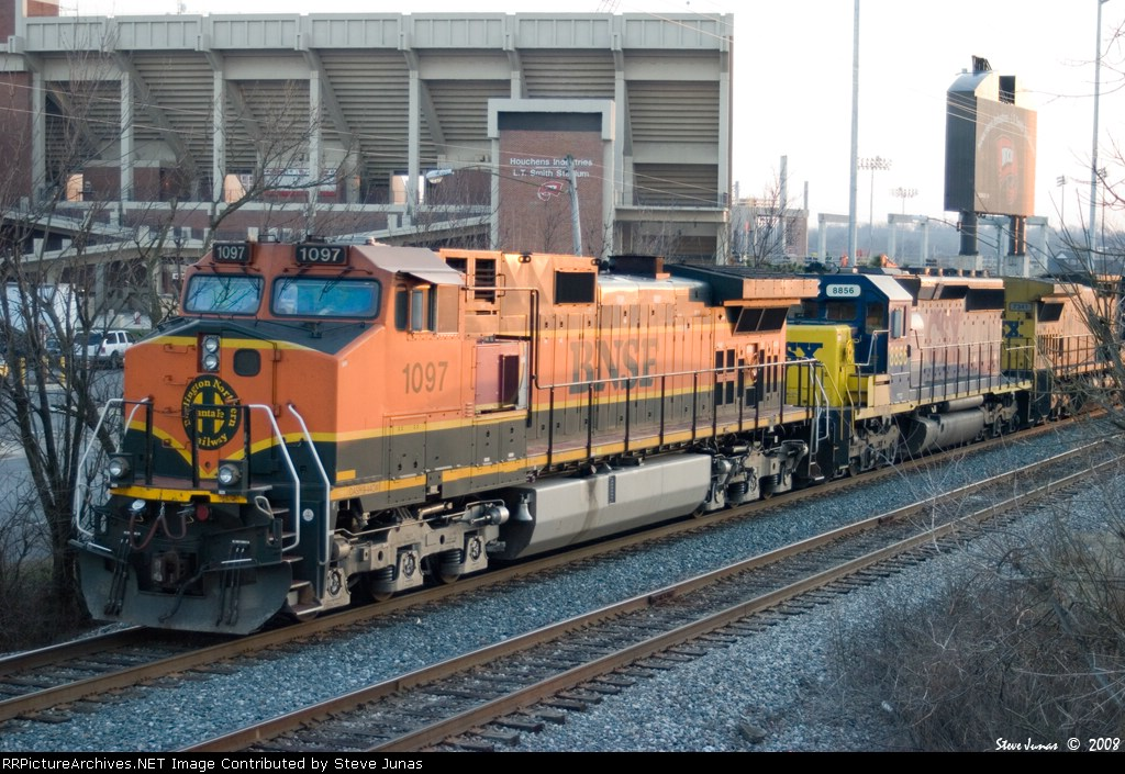 BNSF 1097 leads Q578