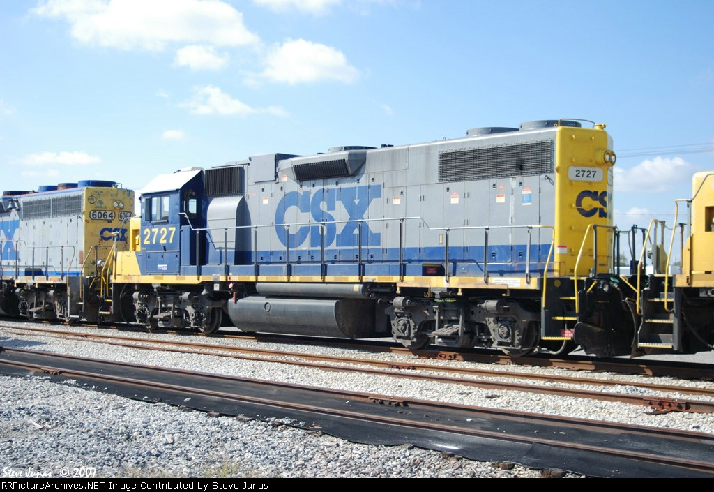 CSX 2727 patiently waits for its next run