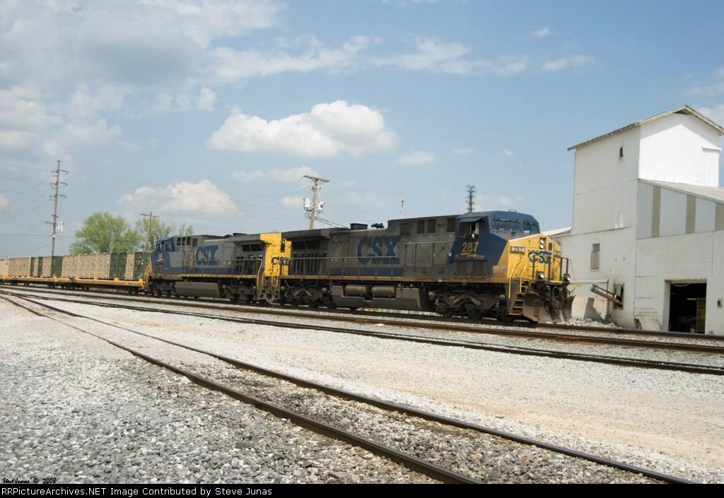 CSX 287,64 W837 military train heads south