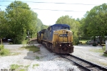 CSX 7673 leads Q526 out of tunnel