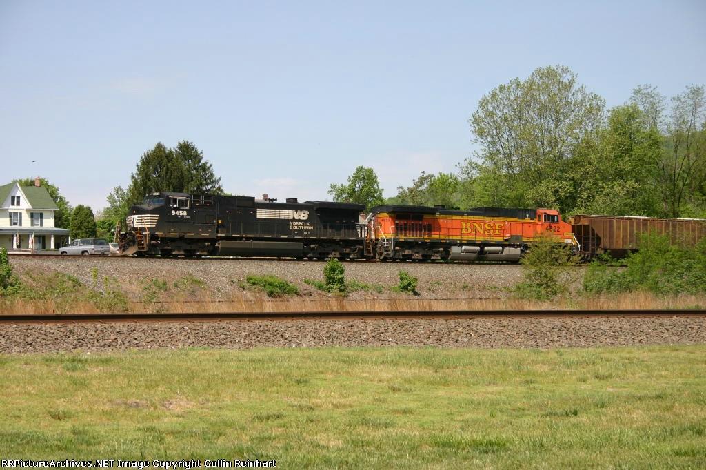 NS 9458 & BNSF 4822