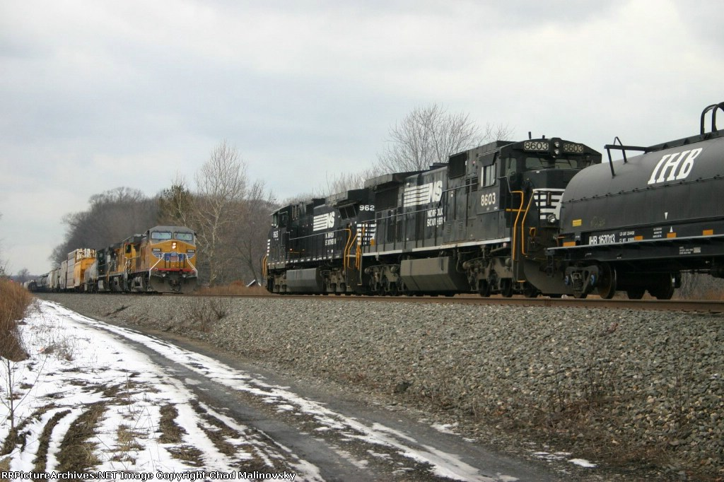 NS 14A meets the westbound
