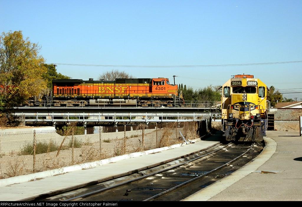 BNSF 4301 and BNSF 2614