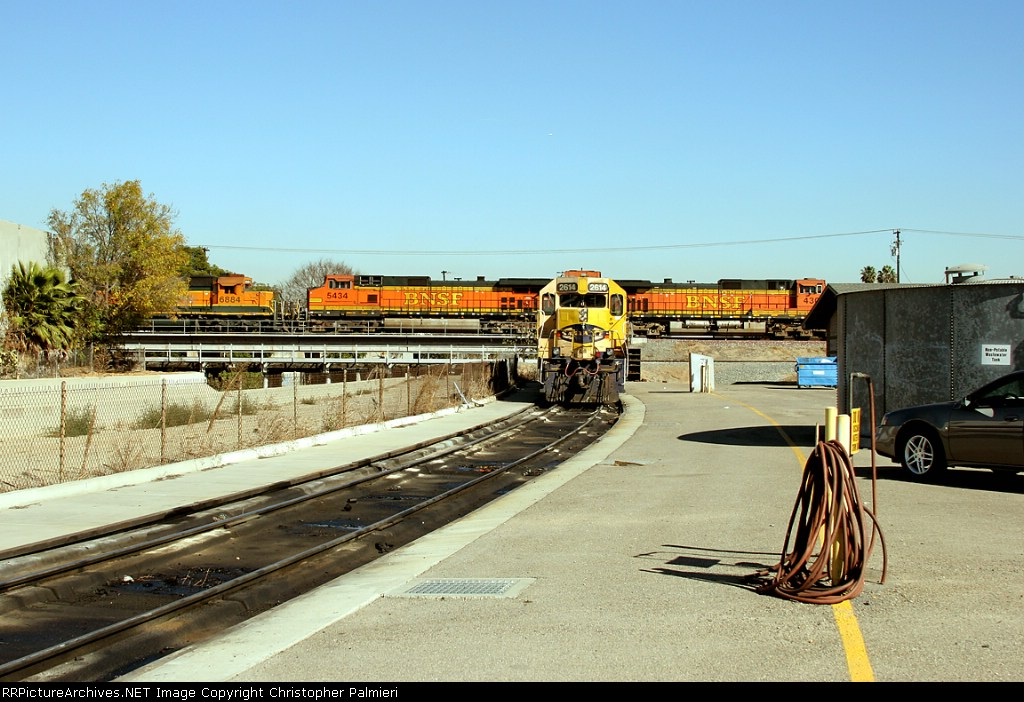 BNSF 4301, 5434, 6884, and 2614