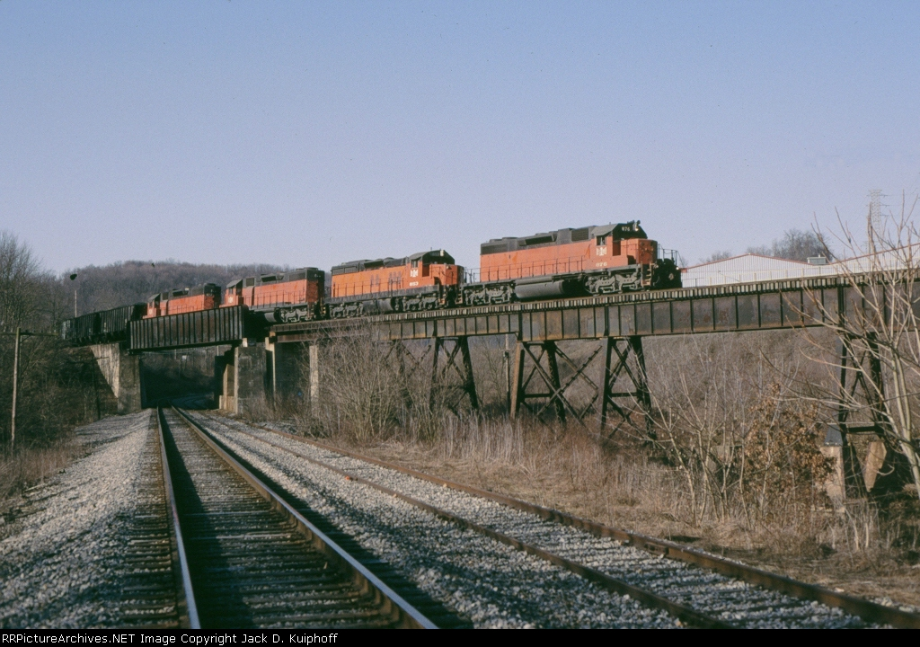 B&LE 876 is n/b passing over the B&P