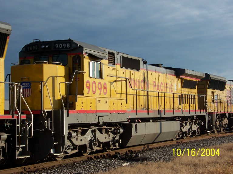 Closeup of UP 9098 on NS train 225