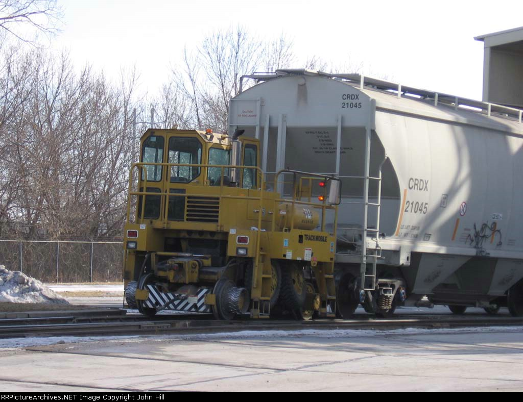 070220001 Trackmobile switches Lafarge plant after BNSF Grove Job delivery