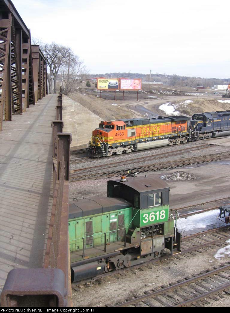 070313034 Inbound freight on North Receiver at BNSF Northtown while neglected SW1000 waits its future near CTC 35th