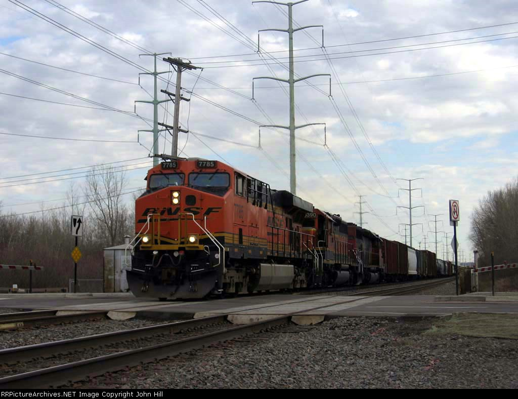 070322013 Westbound BNSF freight crossing 85th Ave (M.P. 19.3) on Staples Sub.