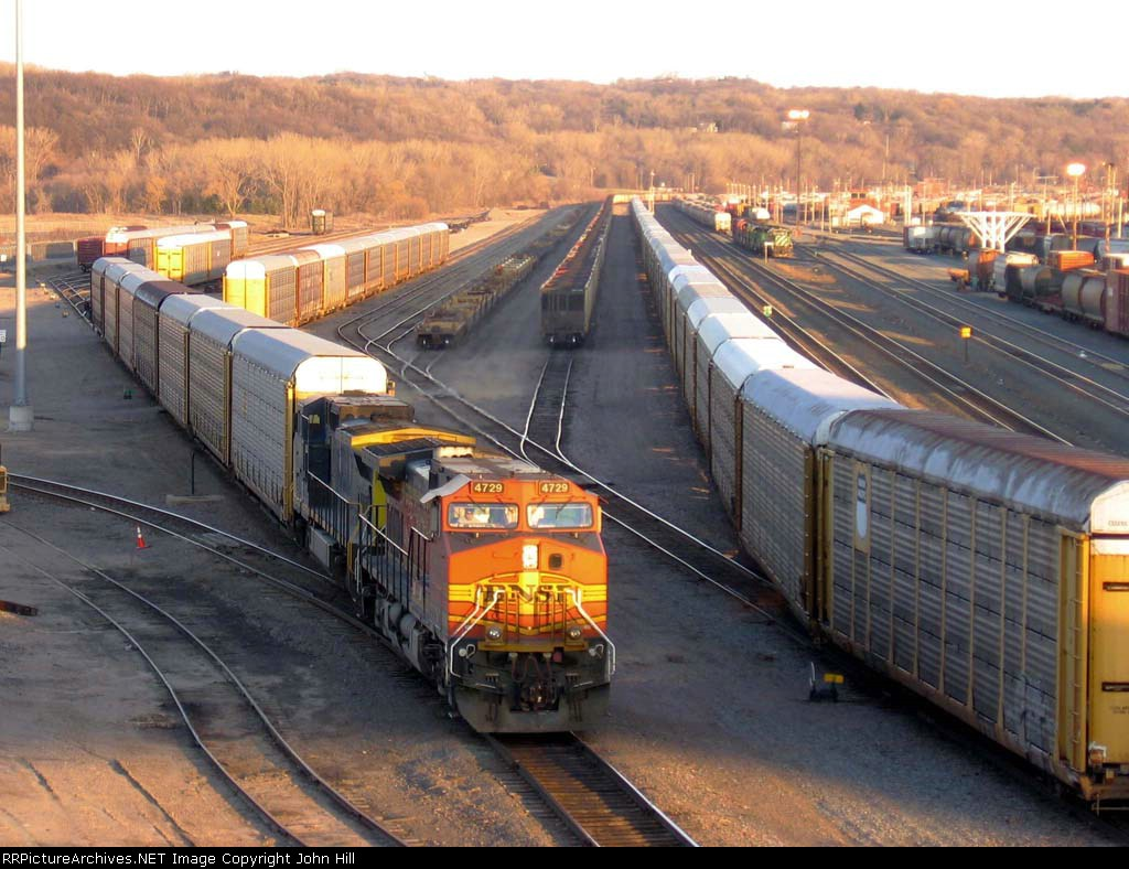 07040821 Westbound BNSF freight setting out at Daytons Bluff Yard near CTC Hoffman