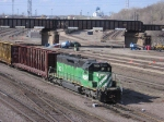 07041906 BNSF 7821 switches at Northtown near CTC 35th while CP/SOO bridge work continues in background