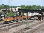 07052505 Eastbound BNSF freight at Northtown CTC 35th