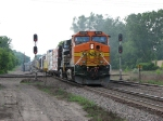 07052842 Eastbound BNSF freight crosses MNNR diamond at Park Jct.