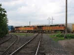 07052849 Eastbound BNSF freight crosses MNNR diamond at BNSF Park Jct.