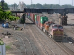 070619011 Eastbound BNSF freight passes through Northtown CTC 35th
