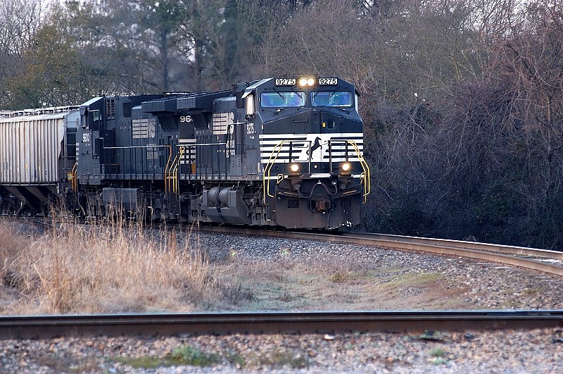 its a chilly morning in carolina as 192 finally gets a signal at tryon street to come to the yard