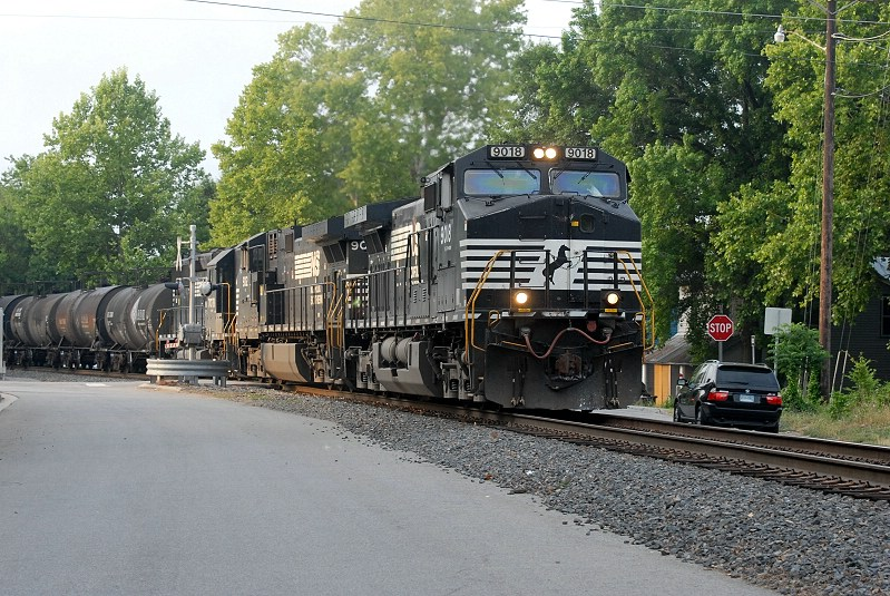 338 cuts through USC on its way to the R line at Pickens street