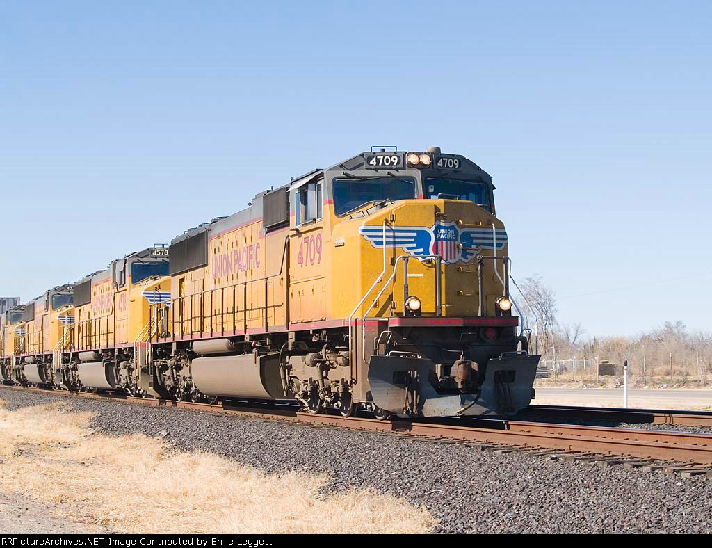 UP 4709 leads an EB doublestack/pb at 2:23pm