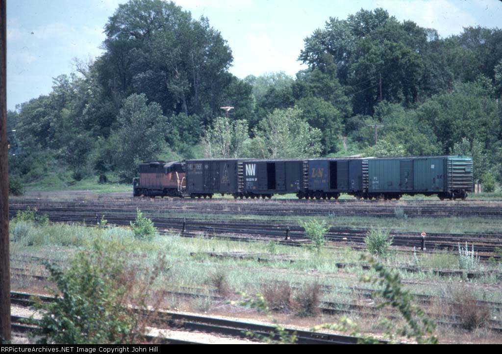 1058-04 One of my last sightings of action in dormant MILW Bass Lake Yard