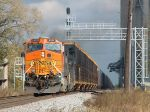 BNSF 5137 leads NS 6131 Westbound