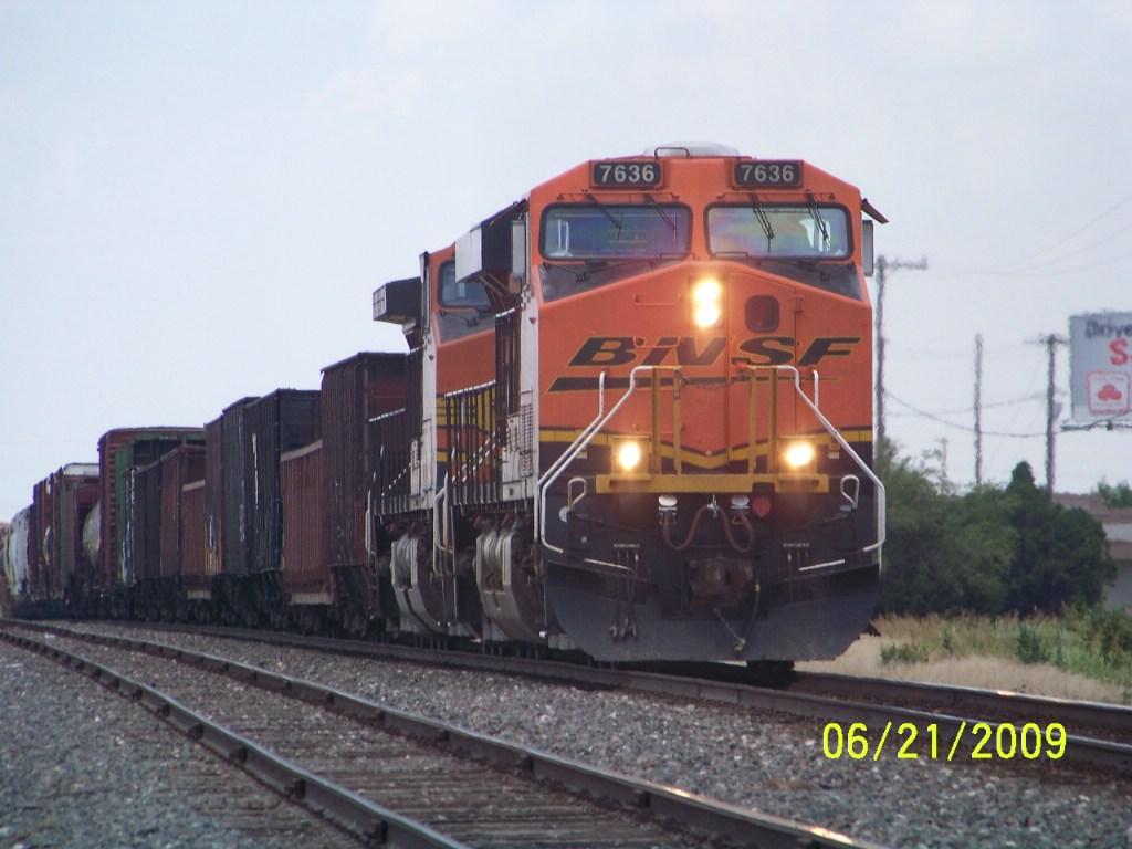 BNSF ES44DC 7636