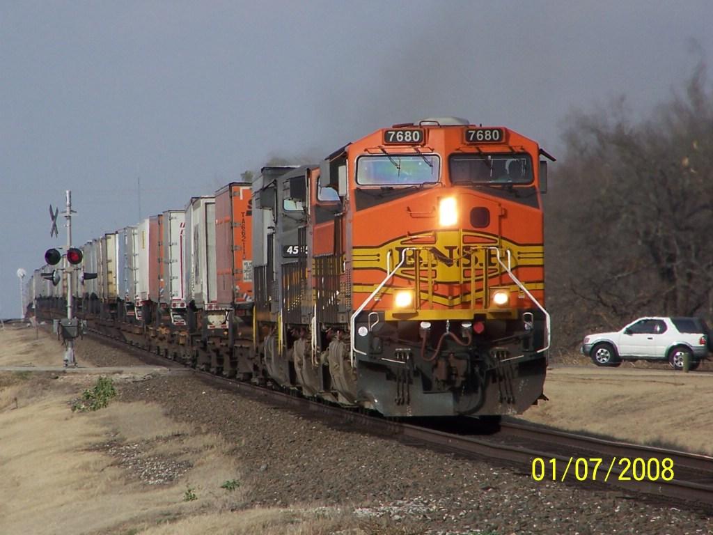 BNSF ES44DC 7680