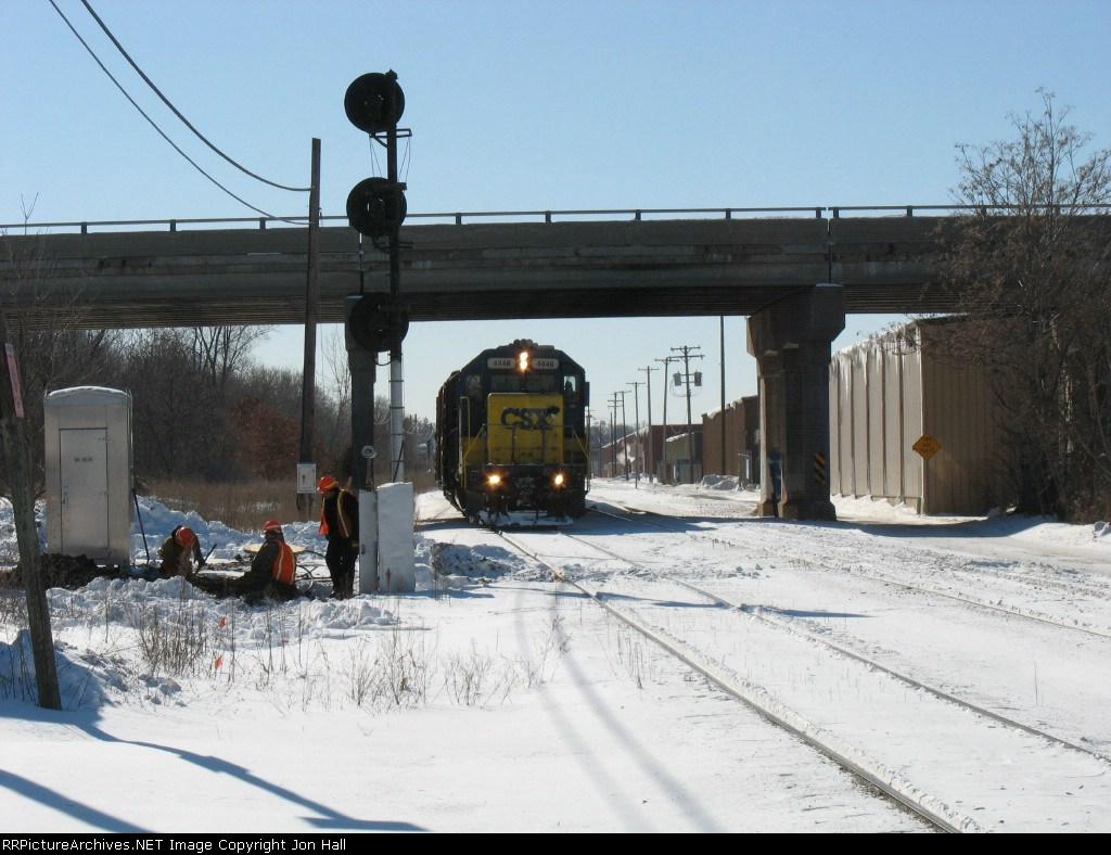 CSX 4446 with Y106 waiting for MOW forces to clear up before proceding
