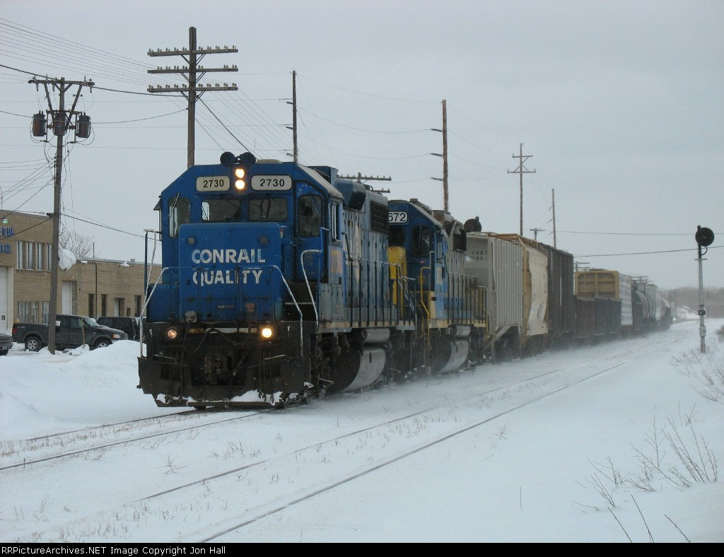 CSX 2730 leading Y121 on its way to Holland