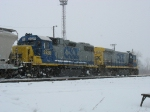 CSX 2520 & 9249 switching in the snow