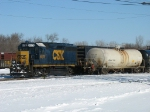 CSX 6079 switching cars on the west end
