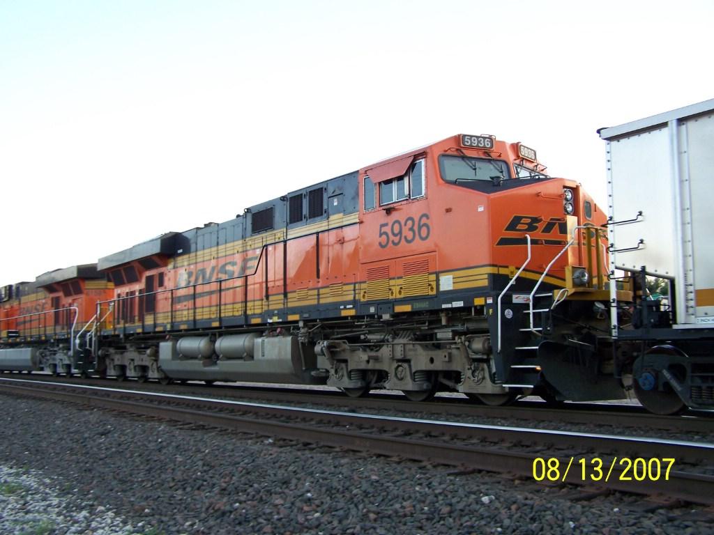 BNSF ES44AC 5936