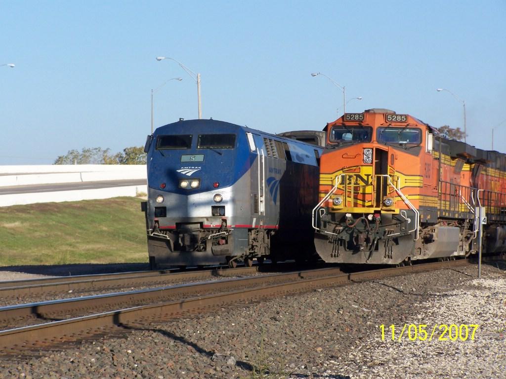 AMTK P42DC 5 & BNSF C44-9W 5285