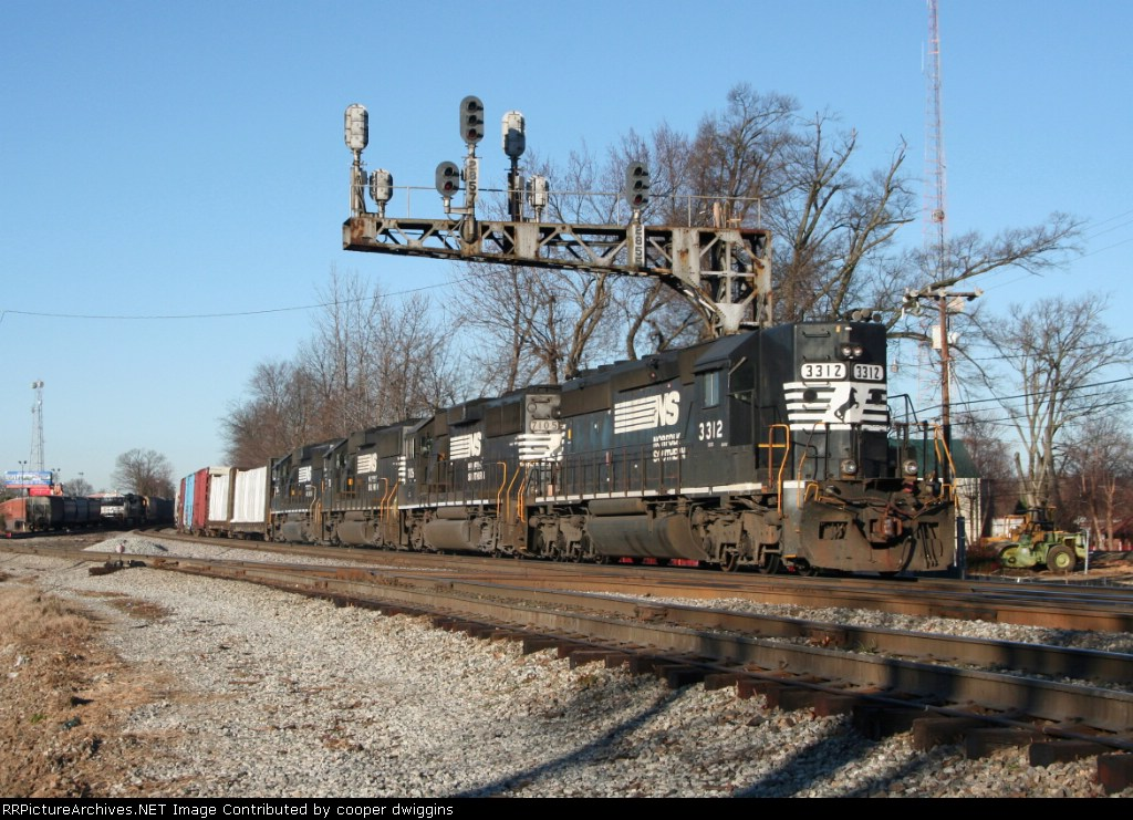 350 passes 351 at Aycock with 3 GP60s trailing