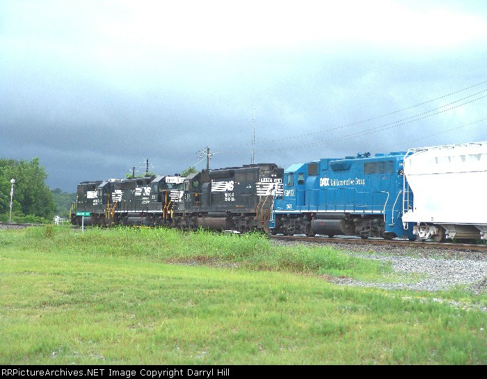 NS 5115 passes Macon Junction