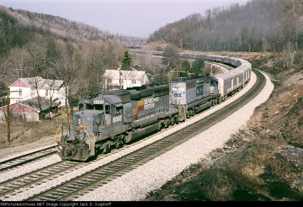 CSX 8088 8171 pulls the Ringling Brothers red unit,