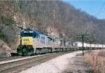 CSX 5819 leads 3 other B36-7 0n Q135 at,