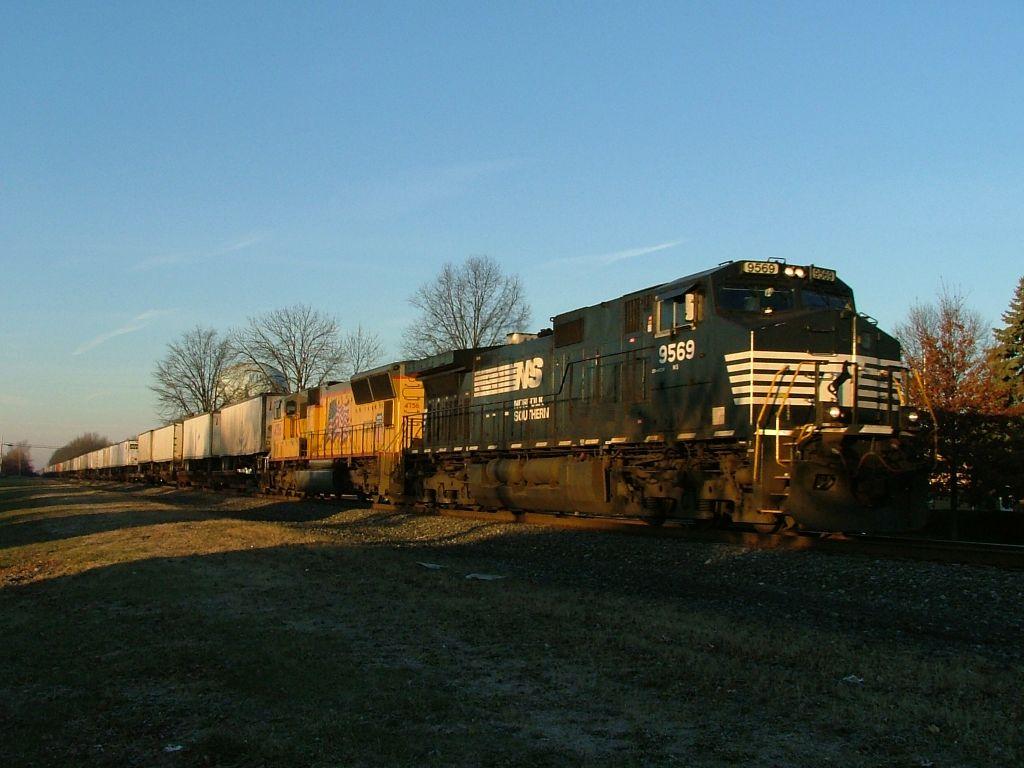 NS 9569 & UP 4756