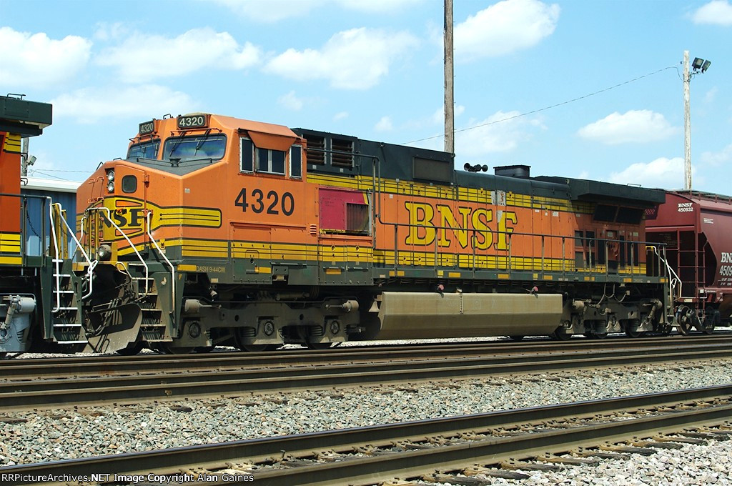 BNSF C44-9W 4320