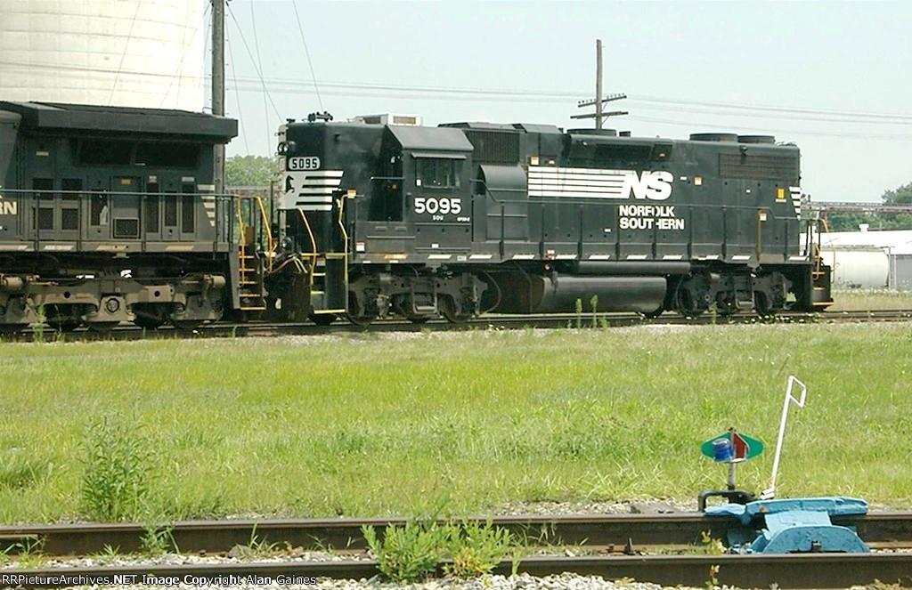 NS GP38-2 5095