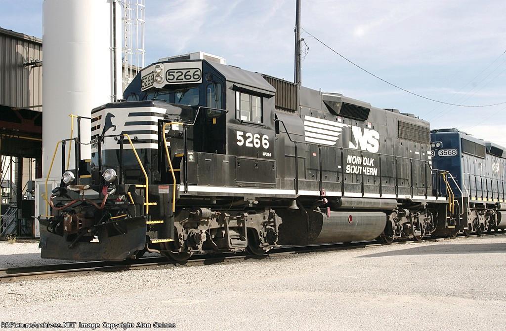 NS GP38-2 5266