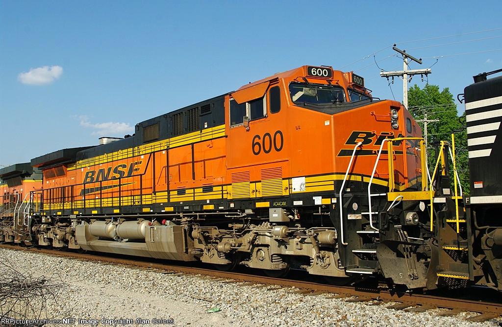 BNSF AC44C4M 600