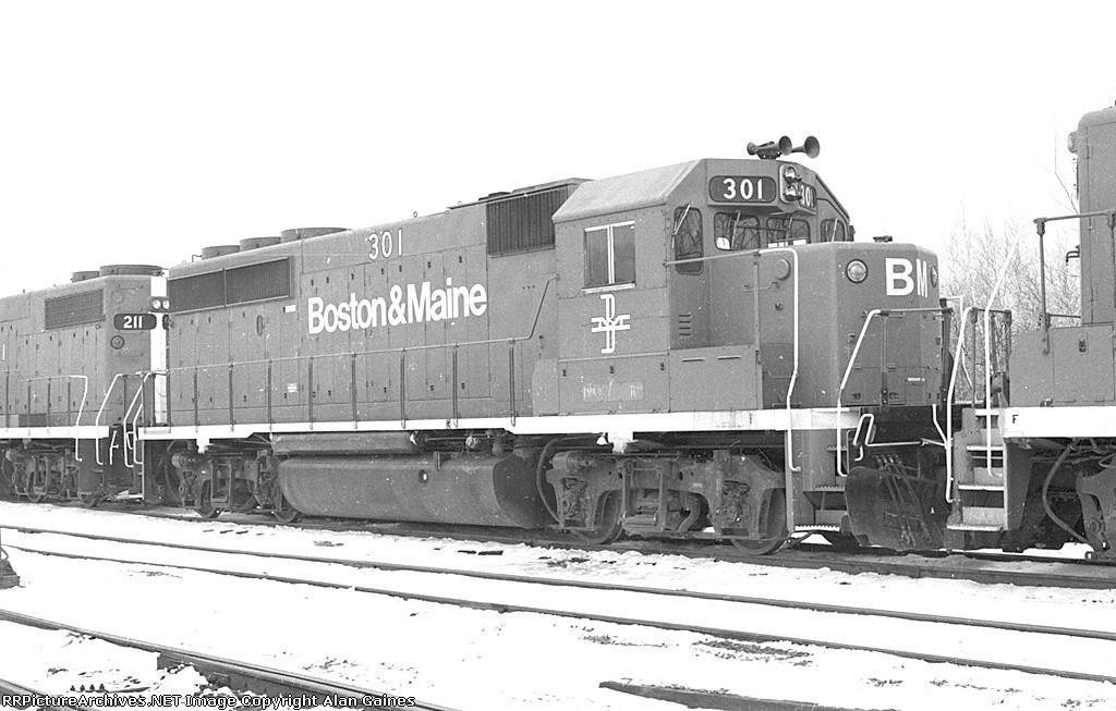 B&M GP-40-2 301