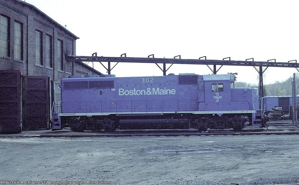 B&M GP-40-2 302