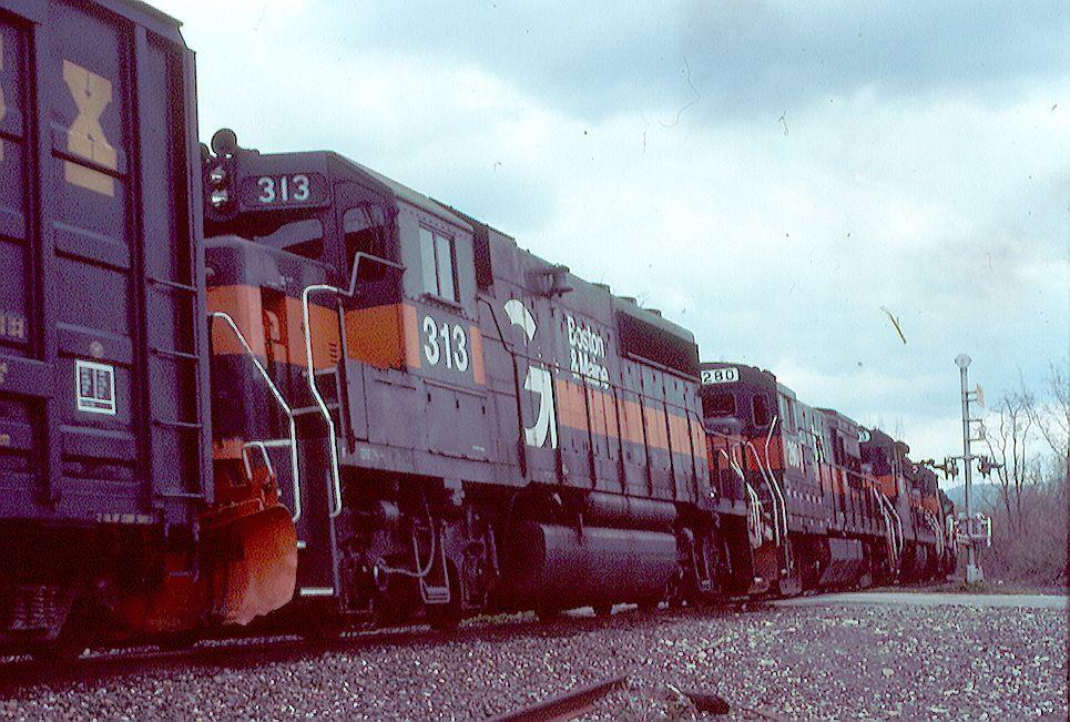B&M GP-40-2 313