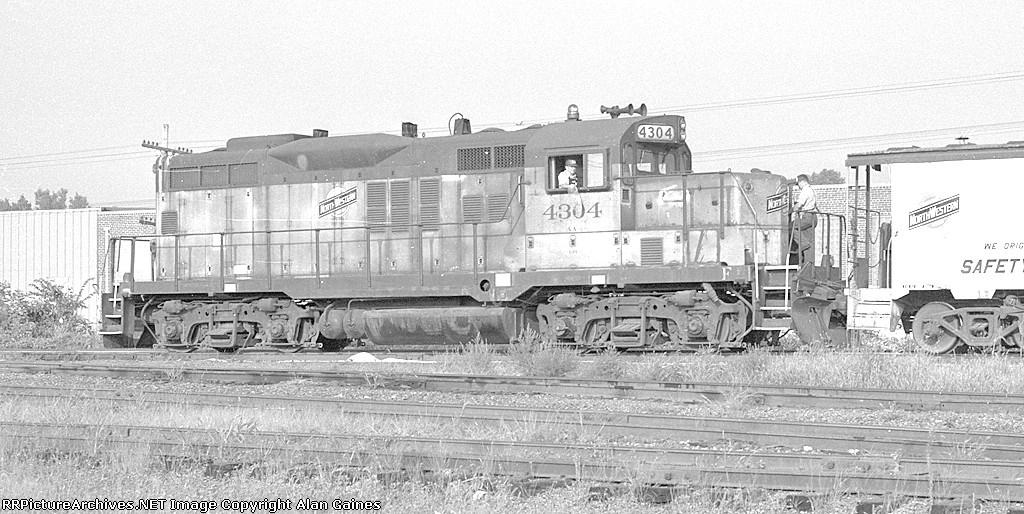 C&NW GP-9 4304