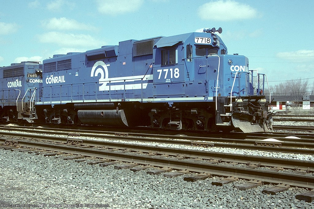 CR GP38 7718